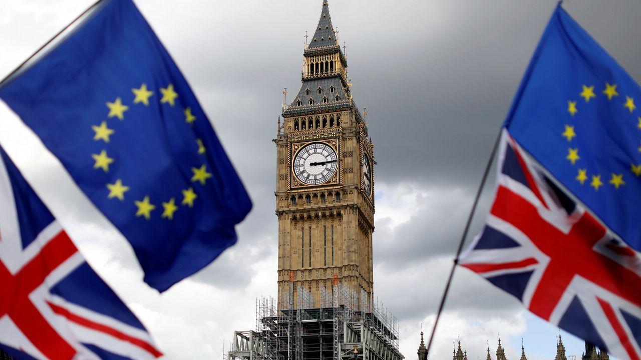 Las banderas del Reino Unido y de la Unión Europea con el Big Ben de fondo.