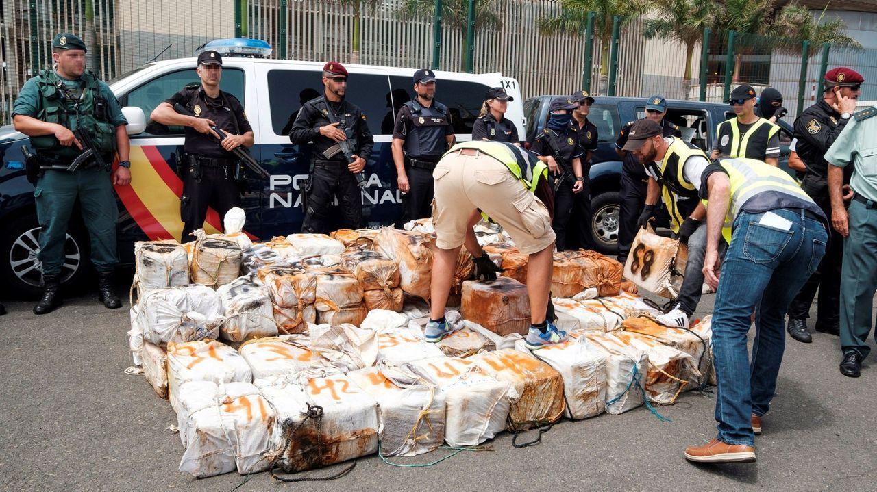 Control de la Policía Nacional en la avenida de Castrelos de Vigo