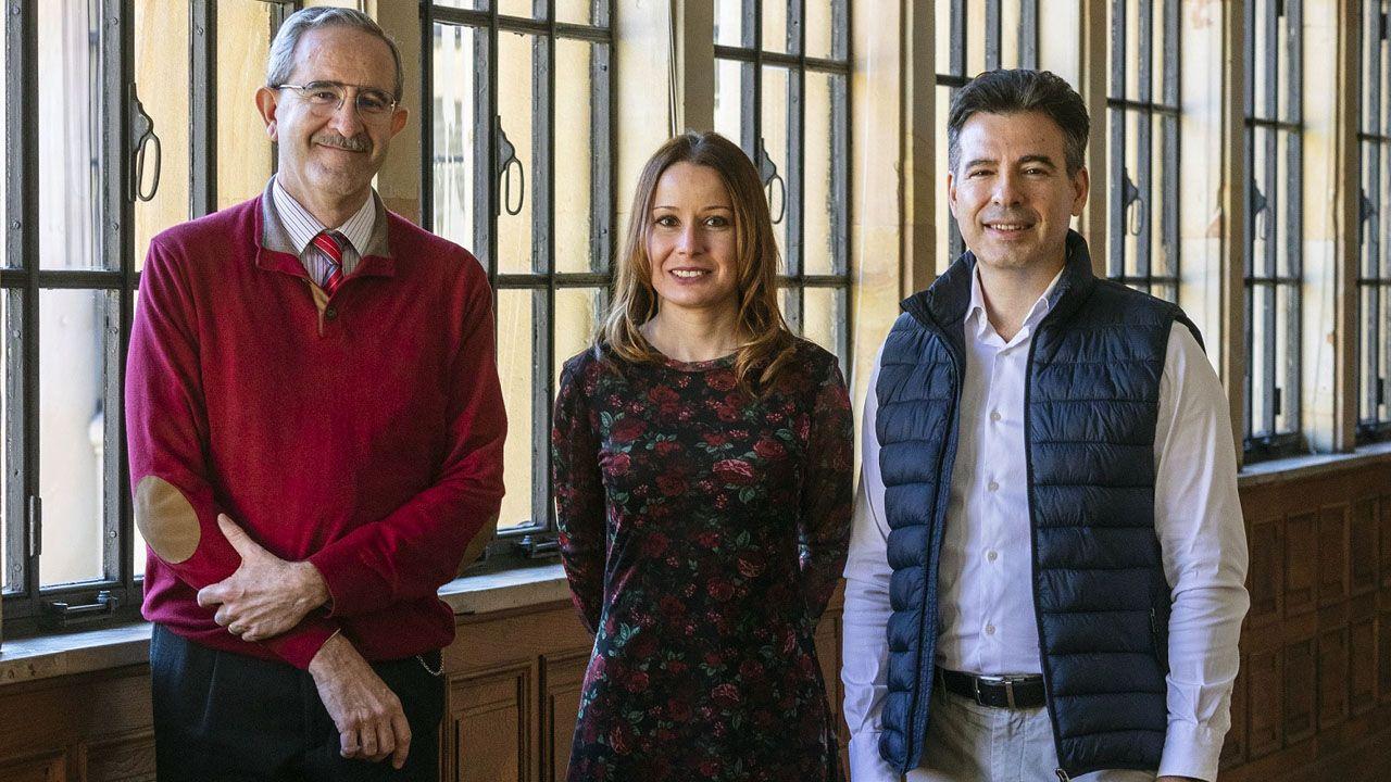 José Luis Arias, Nélida María Conejo y Héctor González-Pardo, en la Universidad de Oviedo