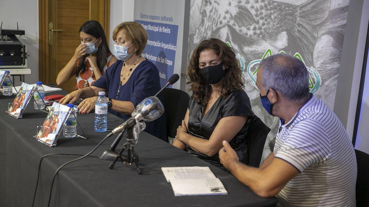 <span lang= gl >Elisabeth Oliveira presentou o seu libro en Ribeira con Barbantia</span>.Manuel Velo, ICBoiro