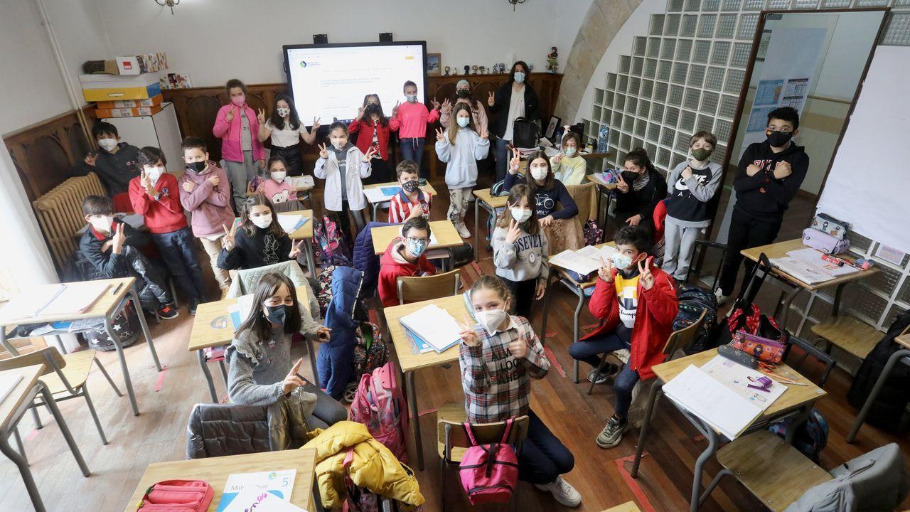 Las imágenes del deterioro del polígono industrial de Sarria.Los 24 alumnos del curso de quinto de primaria que participan en el vídeo «No hice nada»