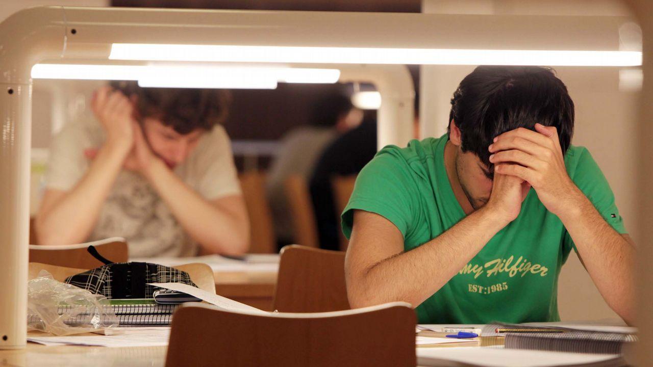 Estudiantes en la biblioteca Concepción Arenal de la USC