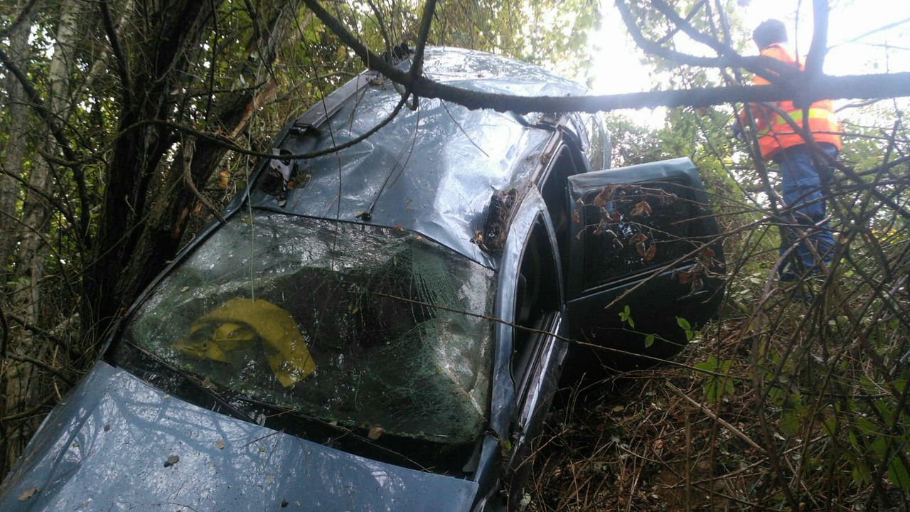 Accidente vía rápida Salnés. Corvillón.La lluvia reduce la visibilidad y mantener limpio el parabrisas es básico para aumentar la seguridad