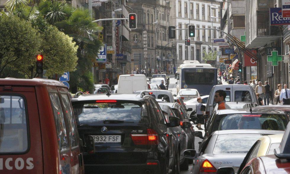 La céntrica calle Progreso, en una imagen de archivo, es una de las que más tráfico soporta.