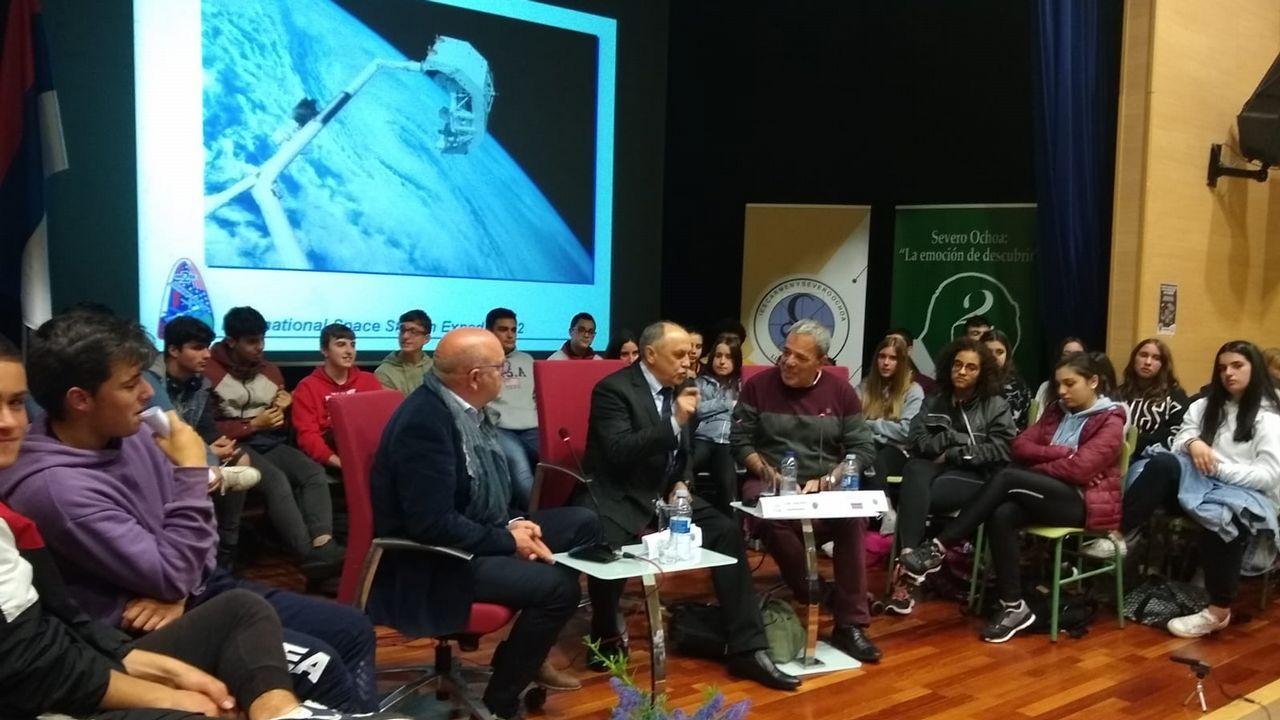 Pedro Duque en el Sarmiento de Gamboa.Pedro Sánchez, en un acto de la campaña electoral en Madrid