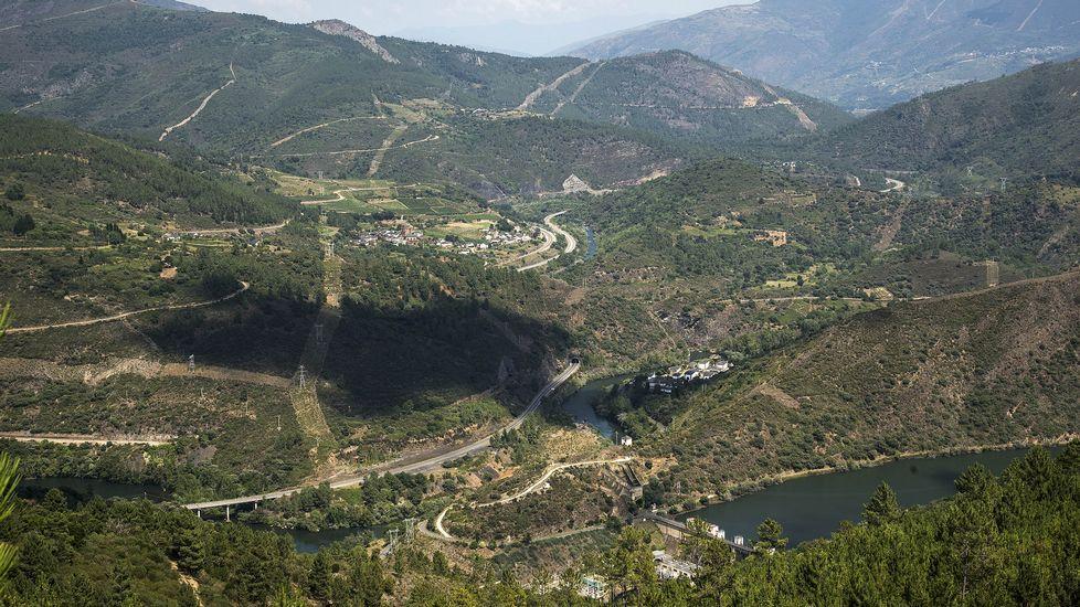 La aldea y la presa de Montefurado, vistas desde la mina
