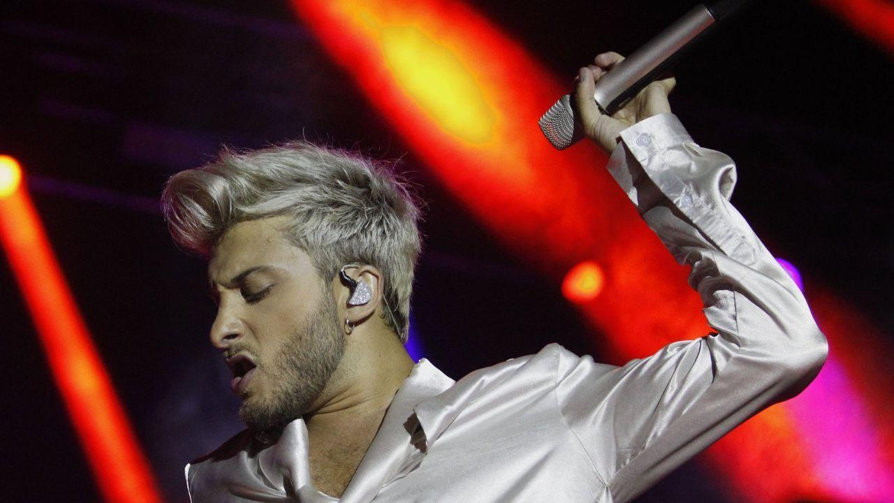 Blas Cantó durante un concierto en Monforte