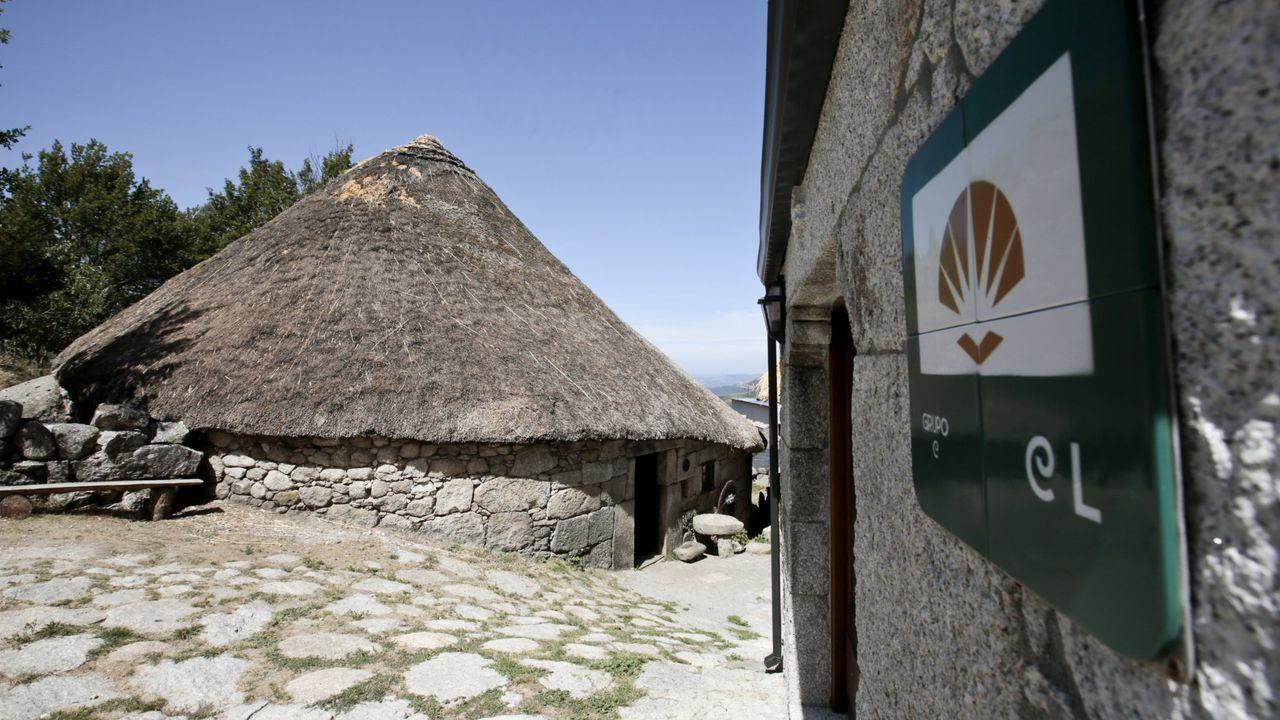 «Por unha porta podo saír a pasear a Galicia e pola outra, a León».Palloza-Museo Casa do Sesto, en Piornedo