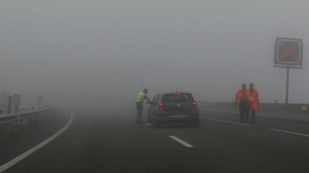 La Guardia Civil evitó un altercado entre percebeiros y bateeiros en A Barca de Muxía.Niebla espesa en la A-8 a la altura de O Fiouco