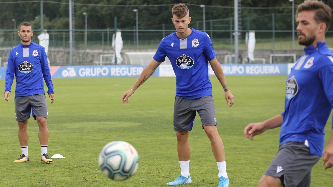 Las mejores imágenes del debut del Deportivo ante el Oviedo.Sergio Egea en el banquillo de Riazor