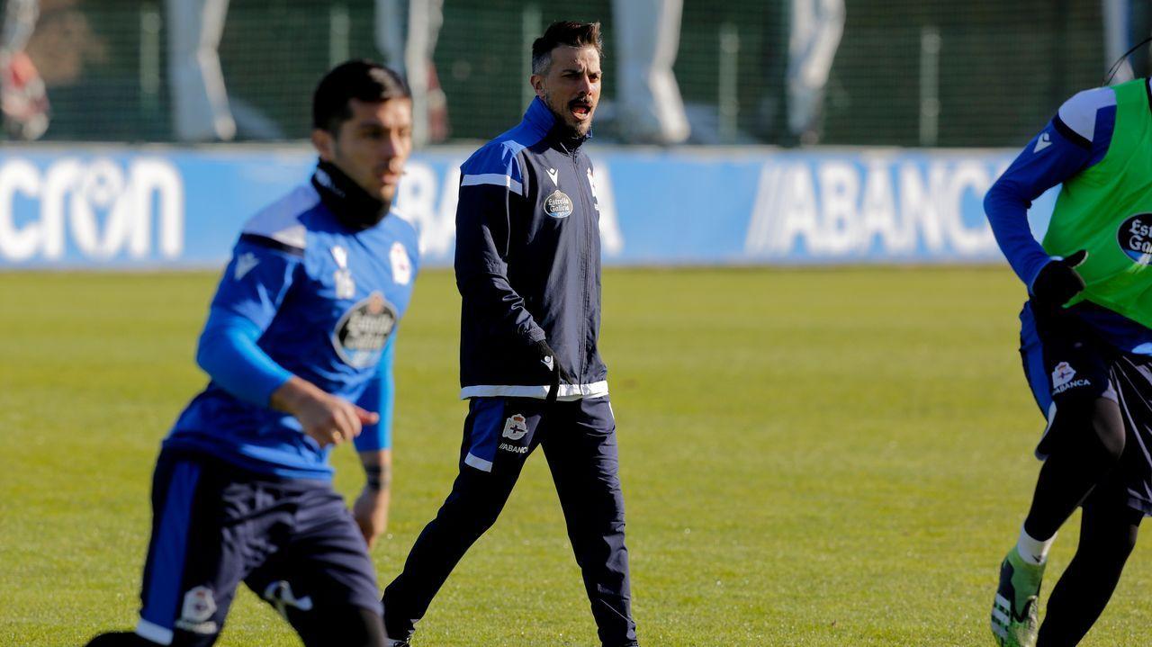 Derik, en el centro de la imagen, en un entrenamiento del Deportivo