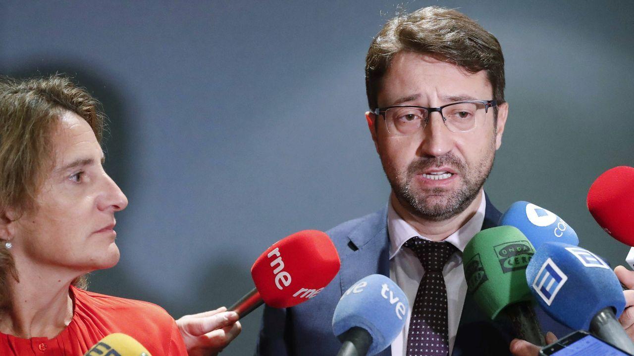 La ministra para la Transición Ecológica en funciones, Teresa Ribera, y el consejero de Industria del Principado, Enrique Fernández,