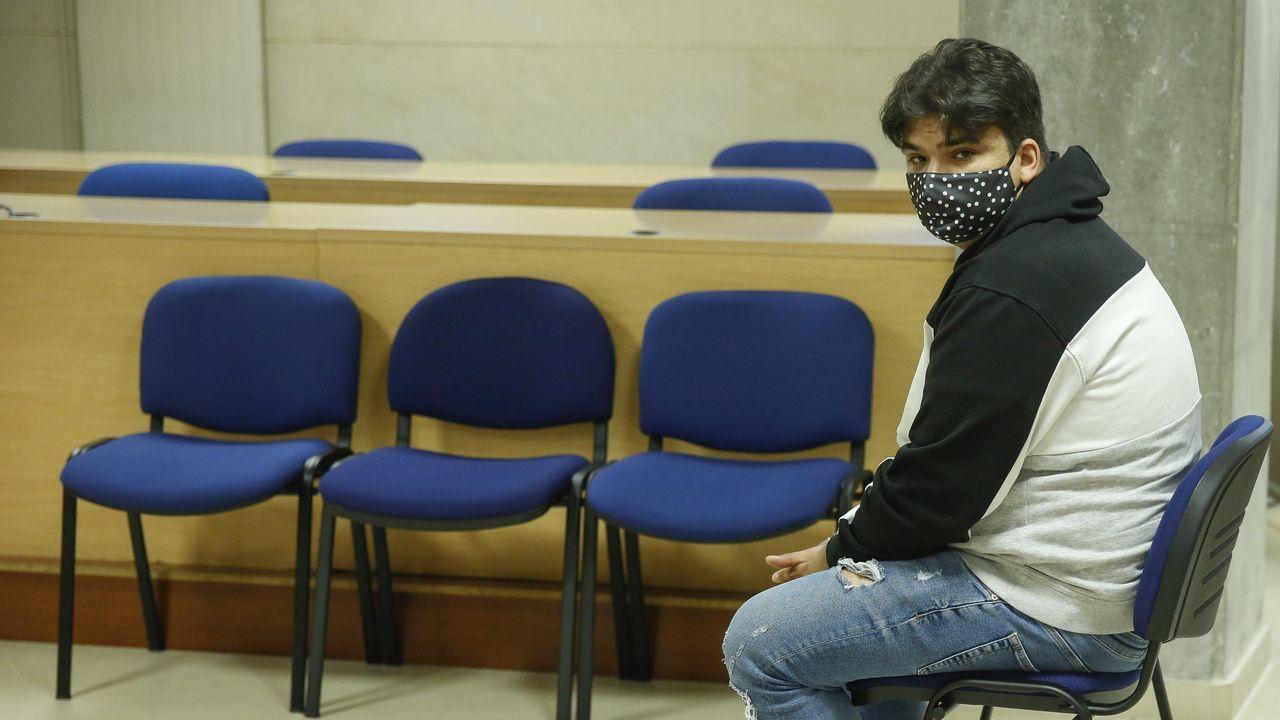 De los tres acusados, solo uno se presentó al juicio que se celebró en la sección compostelana de la Audiencia Provincial