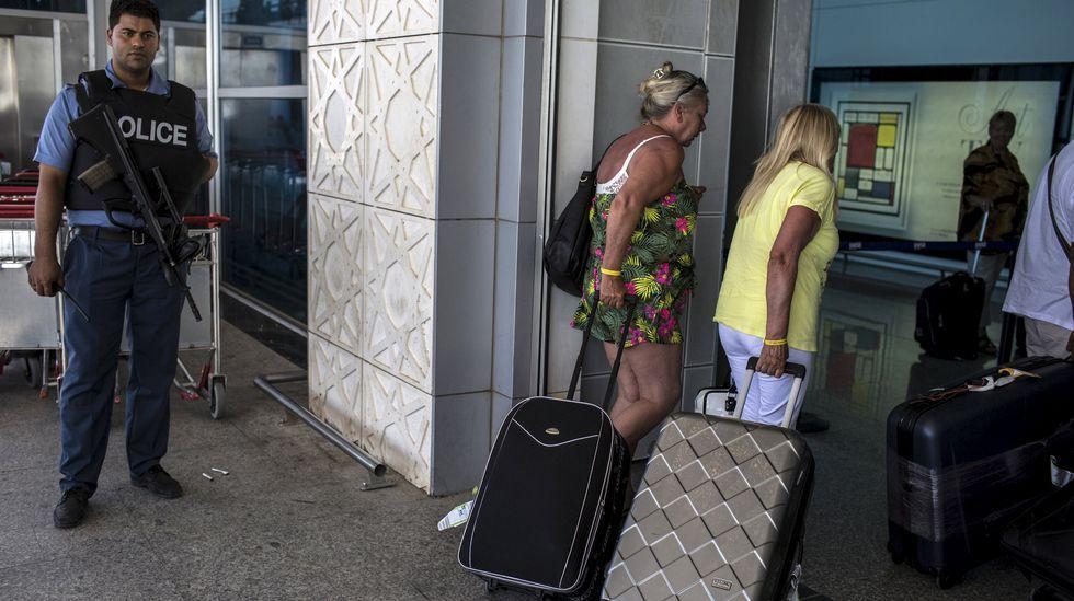 Turistas abandonando Túnez este sábado