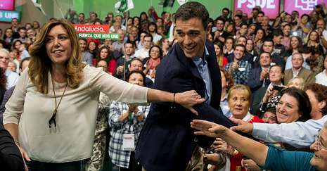 <span lang= es-es >Cierre de filas con Sánchez</span>. En el primer acto juntos desde que Pedro Sánchez lidera el PSOE, Susana Díaz le dijo: «Tienes el apoyo de todos los socialistas andaluces y mi cariño y afecto».
