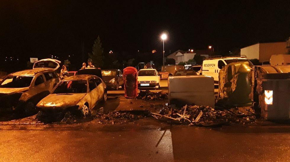 Siete incendios en menos de doce horas cercan Cotobade.Imagen de archivo de un vehículo de Protección Civil