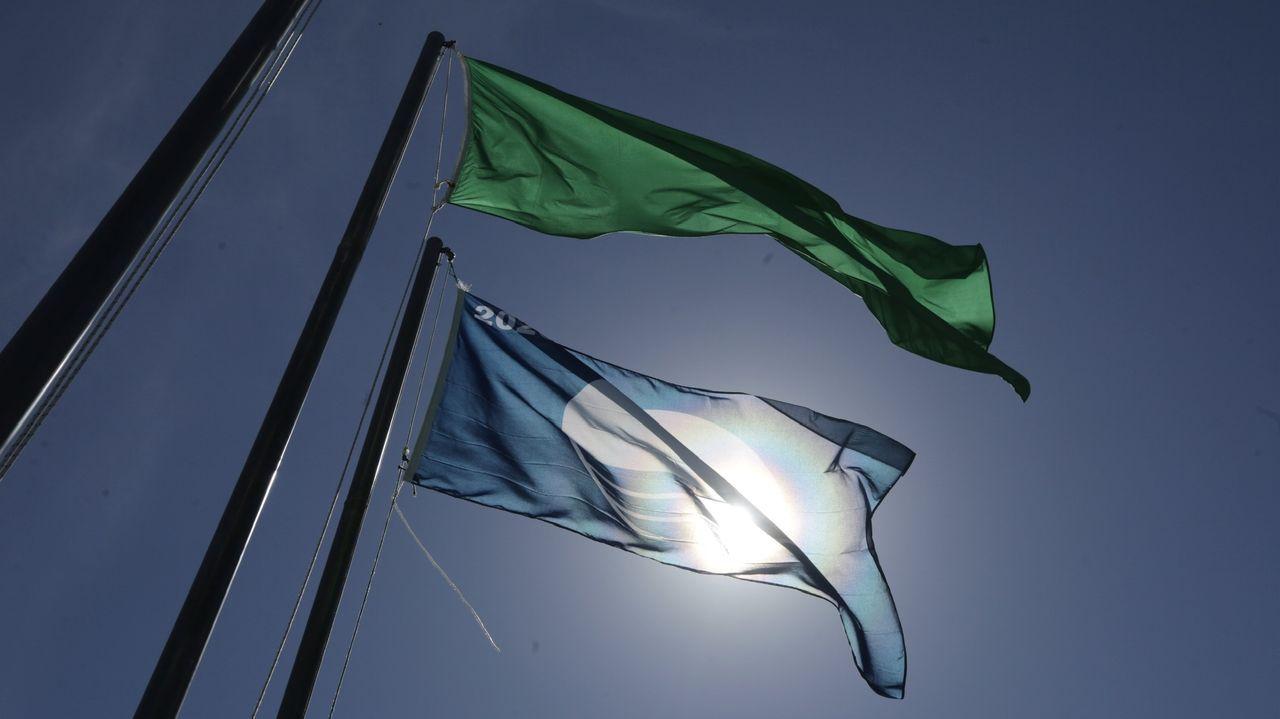 La bandera azul ya ondea en el paseo marítimo de A Coruña.Instalaciones de la Policía Local de Vigo.