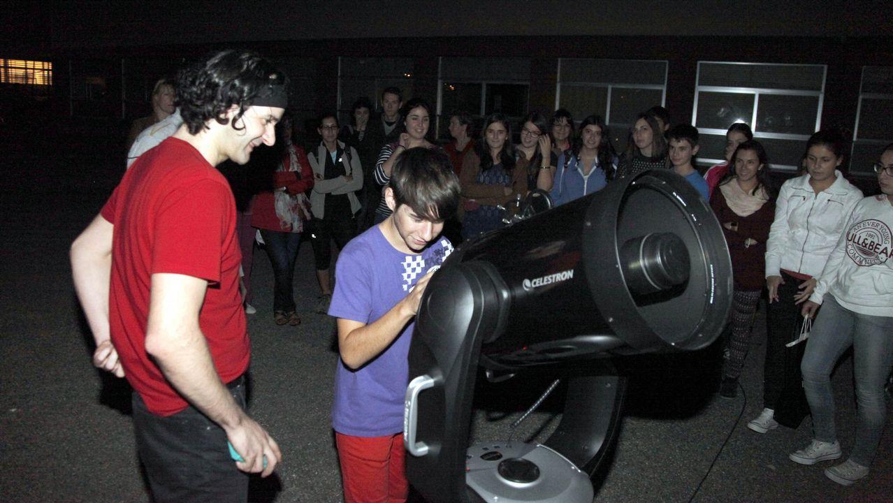 Así se forma un rayo verde.Ana Taboada y Mercedes González en una presentación de la Universidad Popular Ovetense