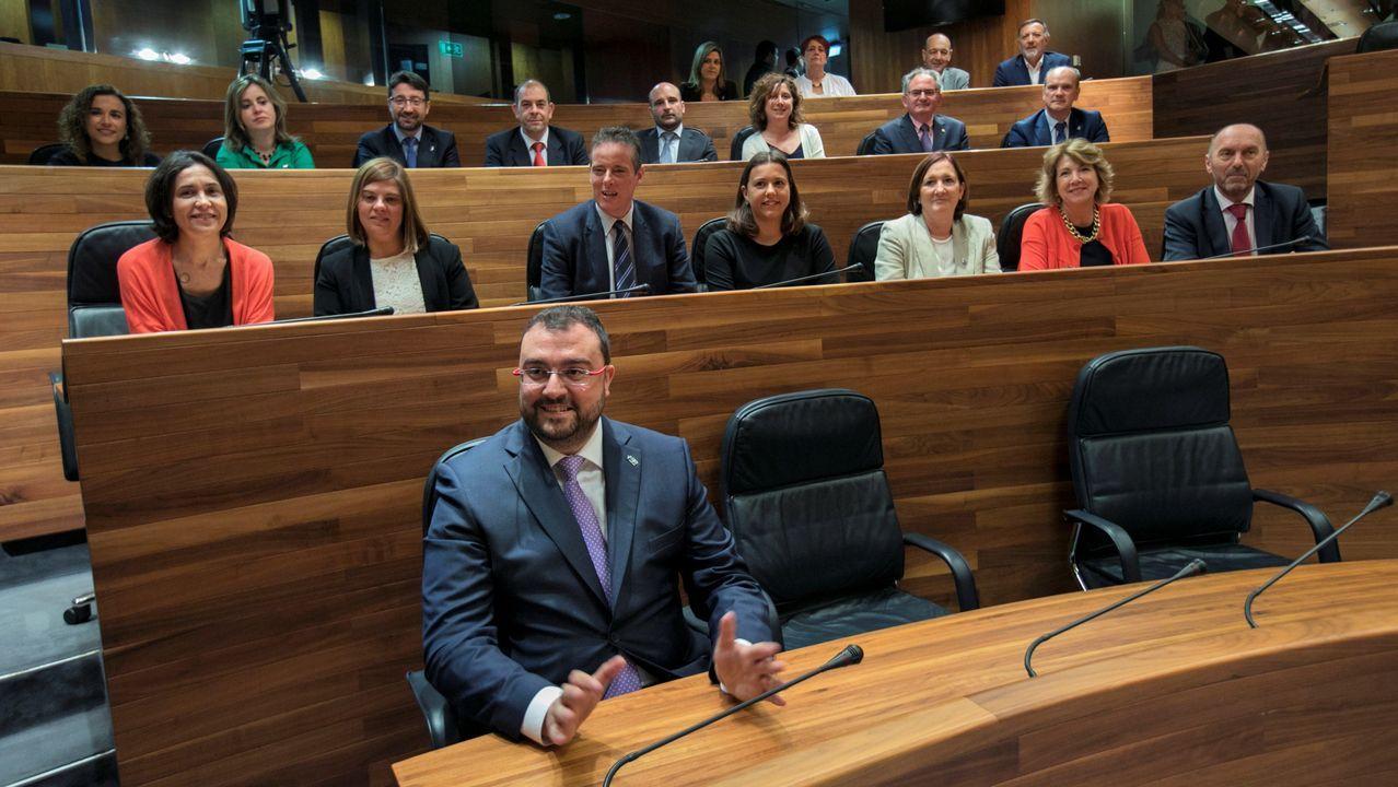 Gijón, desde el aire.Adrián Barbón en el Parlamento de Asturias durante la sesión en la que fue elegido presidente