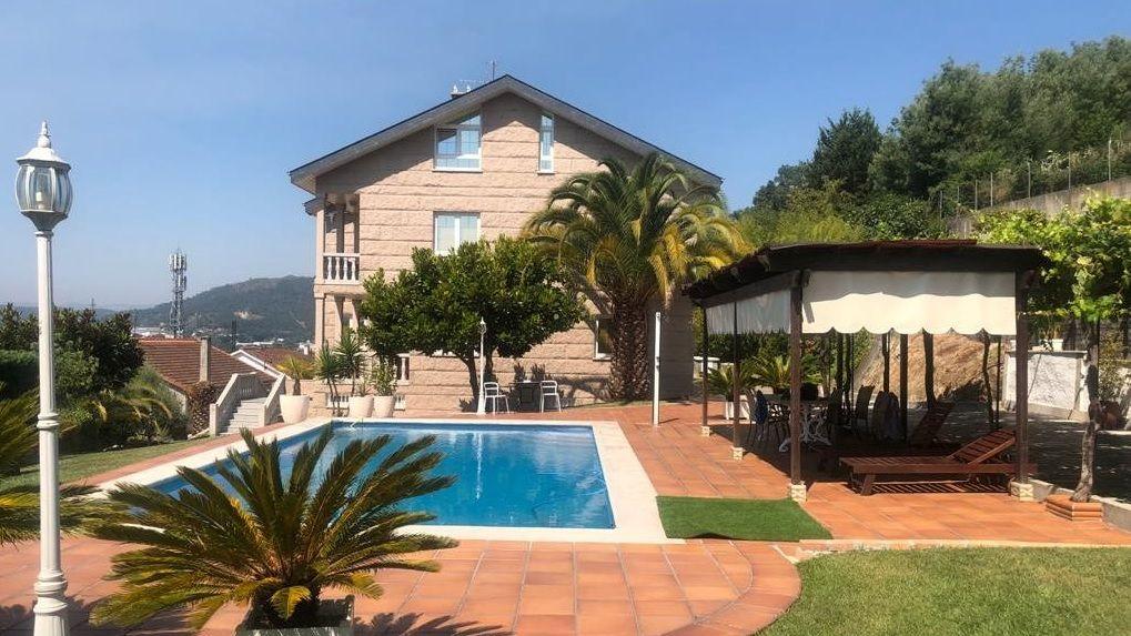 Casa con piscina en O Pino