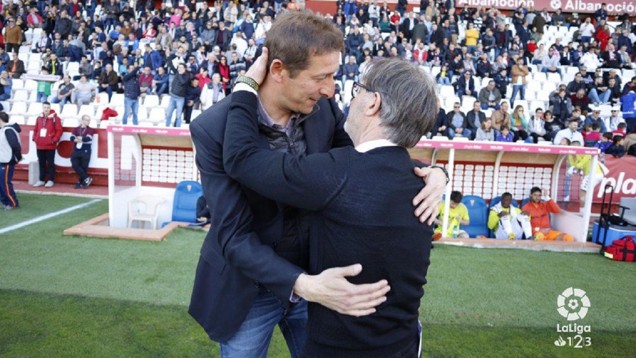 Ramis y Anquela se saludan en el Albacete-Real Oviedo