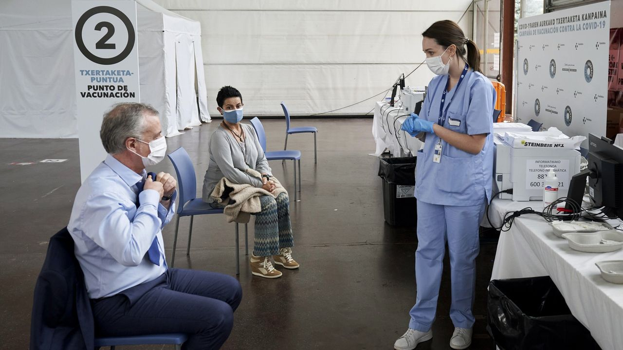 El lehendakari, Íñigo Urkullu, recibe la primera dosis de la vacuna contra el covid-19
