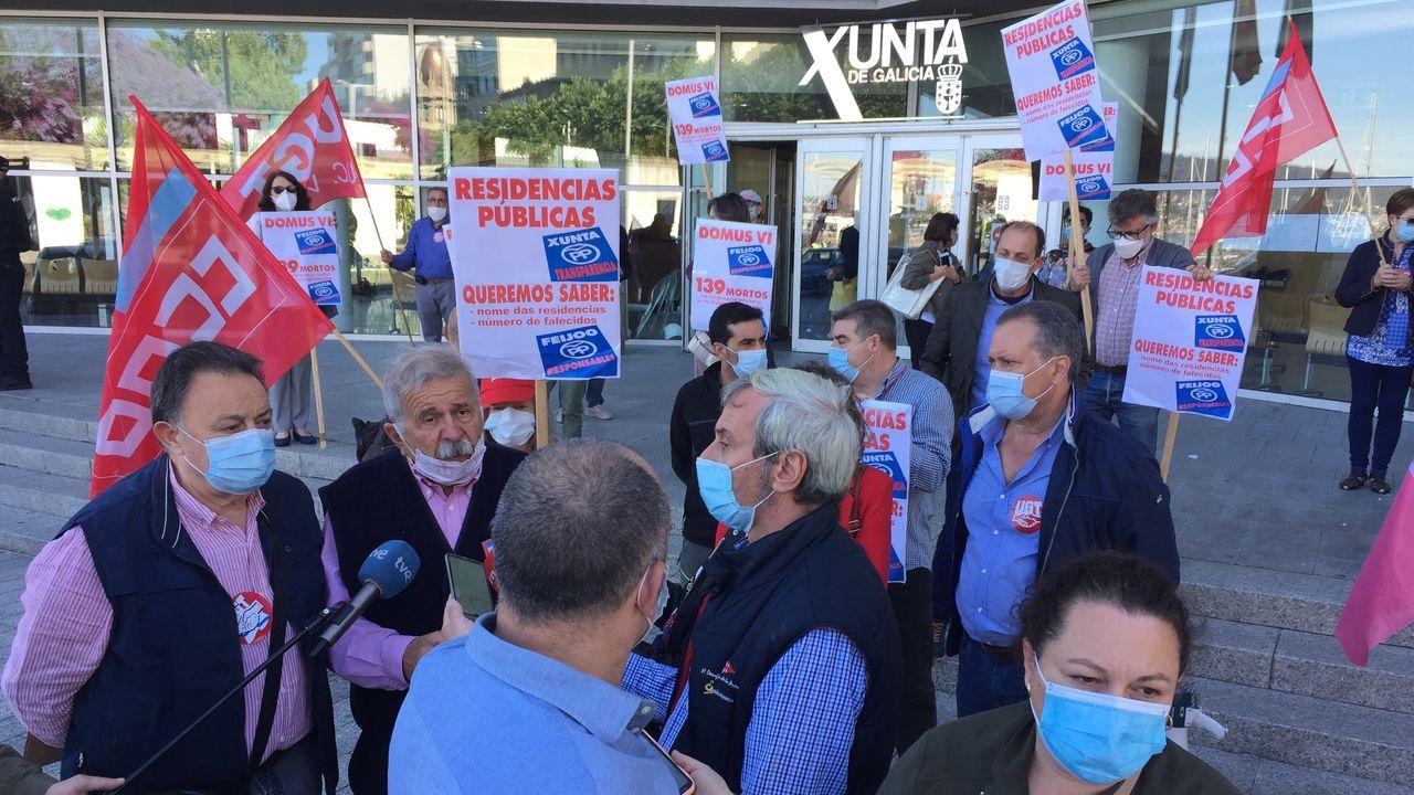 Protesta de los trabajadores de Alu Ibérica en Alfonso Molina.Personal sanitario realiza controles de temperatura a los empleados que acceden a la planta siderúrgica de ArcelorMittal de Veriña, Gijón