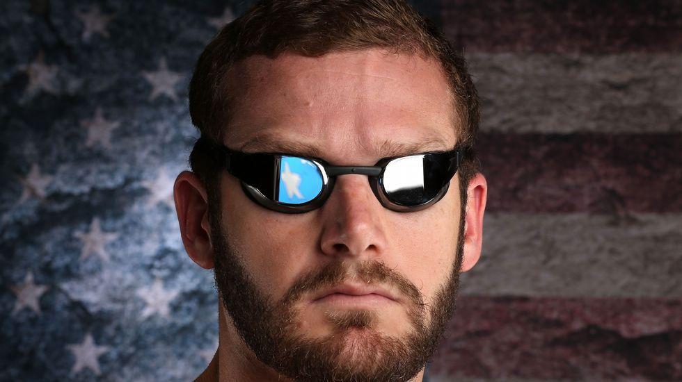 El nadador Tyler Clary posa con sus gafas