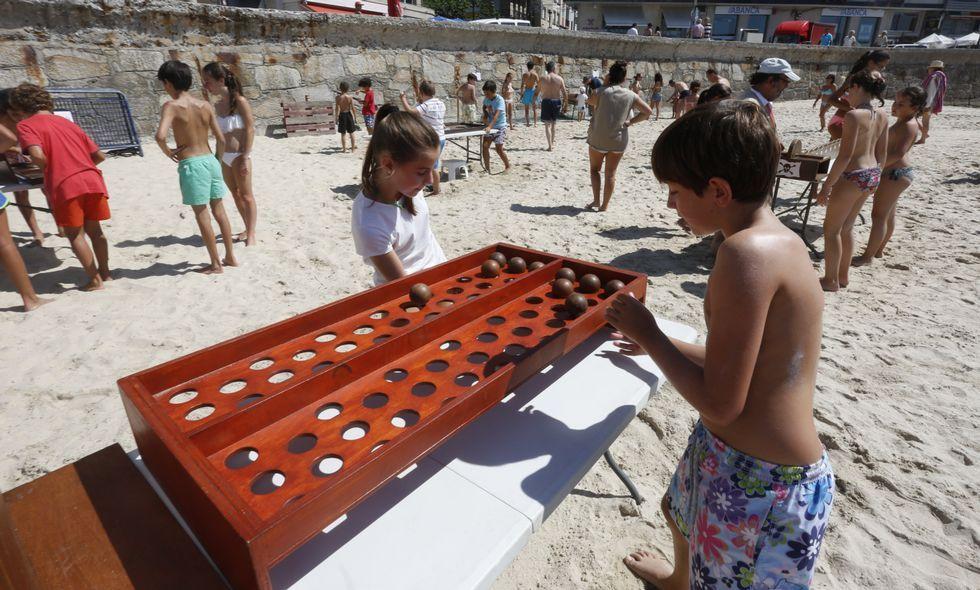 Los más pequeños disfrutaron de los cerca de veinte juegos tradicionales que se colocaron en Silgar.