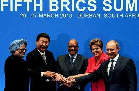 Foto de familia en Durbán de los líderes de la India, China, Sudáfrica, Brasil y Rusia.