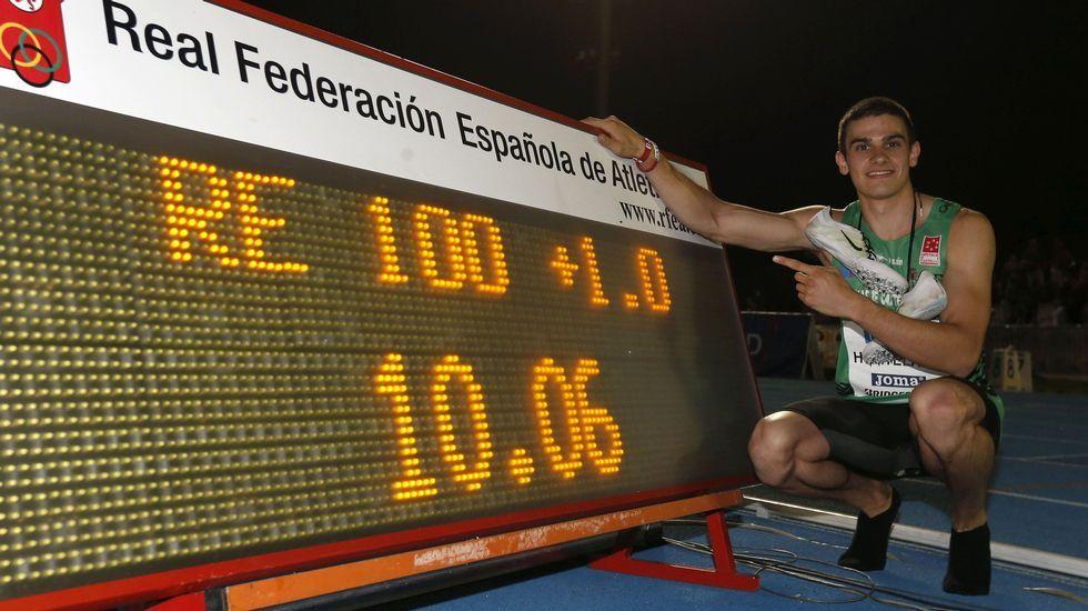 Bolt, a la derecha, durante la semifinal del campeonato jamaicano