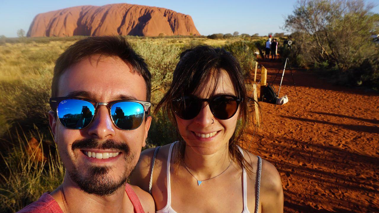 «O que Arde», premio Gaudí a la mejor película europea.Borja y Beatriz ante el Uluru, monolito de arenisca sagrado para la población indígena australiana ubicado en el llamado «Centro Rojo», en el Territorio del Norte del país. El núcleo grande más cercano es Alice Springs, a más de 400 kilómetros