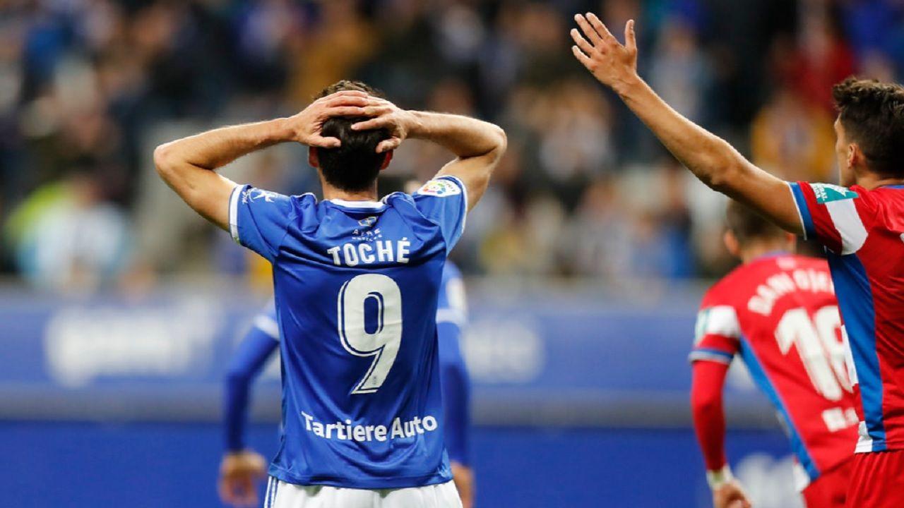 Toche Real Oviedo Granada Carlos Tartiere.Toché se lamenta tras una ocasión ante el Granada