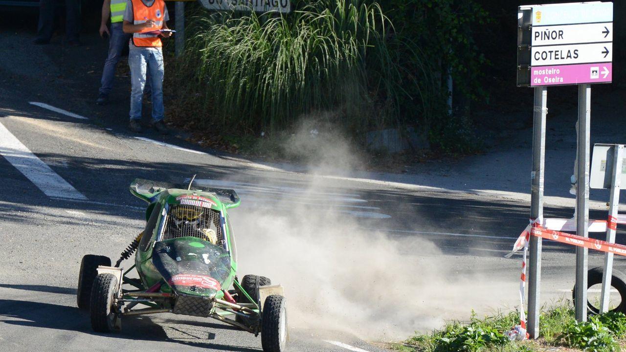 Abel Jurado se impone en el quinto rallymix de Piñor.Los cribados, en la foto el último de O Barco, forman parte de la estrategia para detectar casos de covid