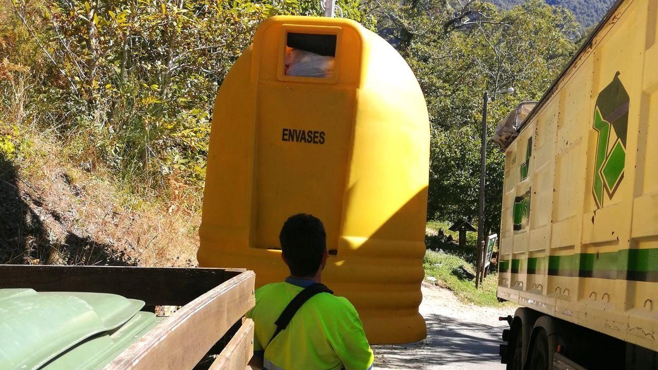 El Ayuntamiento de Folgoso do Courel incrementa el número de contenedores de recogida de selectiva de envases
