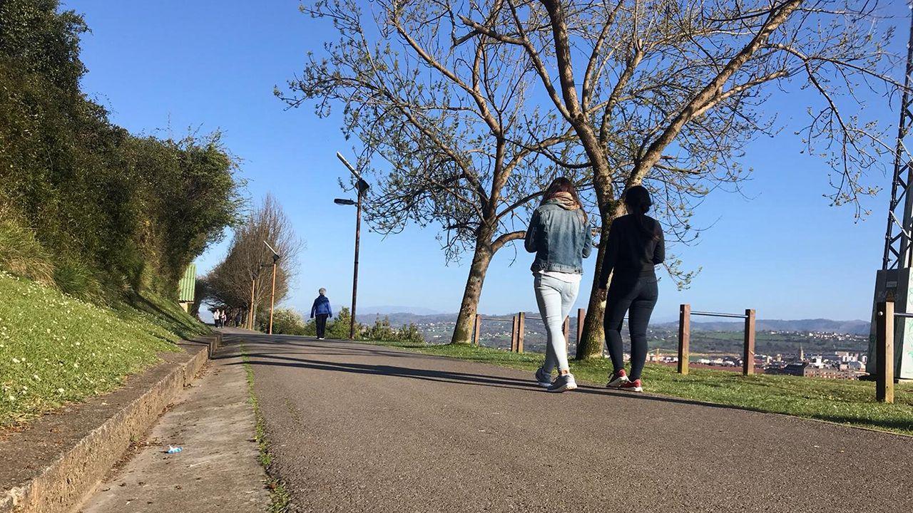 Gente paseando por la pista Finlandesa