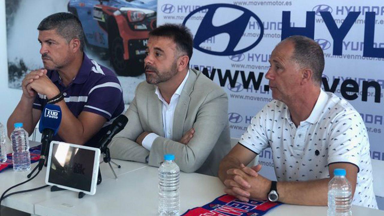 Gol Ibra Real Oviedo Sporting derbi Carlos Tartiere.Los jugadores del Real Oviedo, con Rozada al frente, celebran la victoria en Albacete
