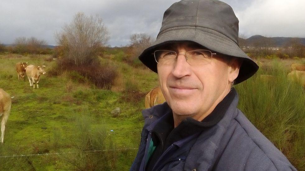 Samuel Formoso es ganadero en Vilar de Barrio