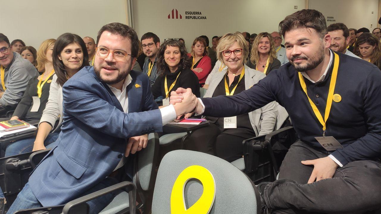 El vicepresidente de la Generalitat, Pere Aragonés, y el diputado Gabriel Rufián, durante el Consell Nacional