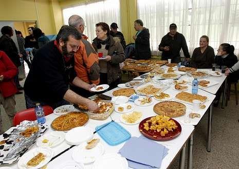 Cinco colectivos organizaron un encierro con comida.