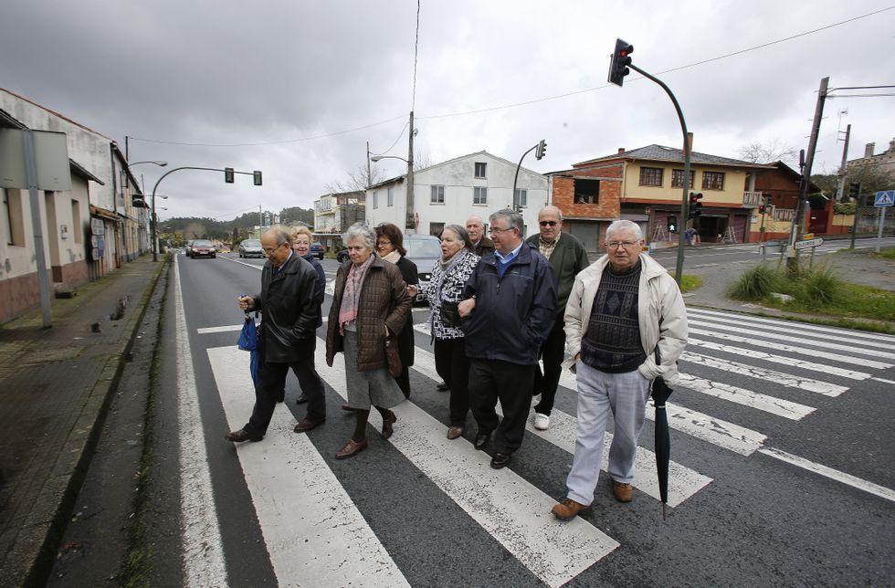 Los vecinos de O Carballo quieren que se garantice el paso peatonal en el mismo punto.