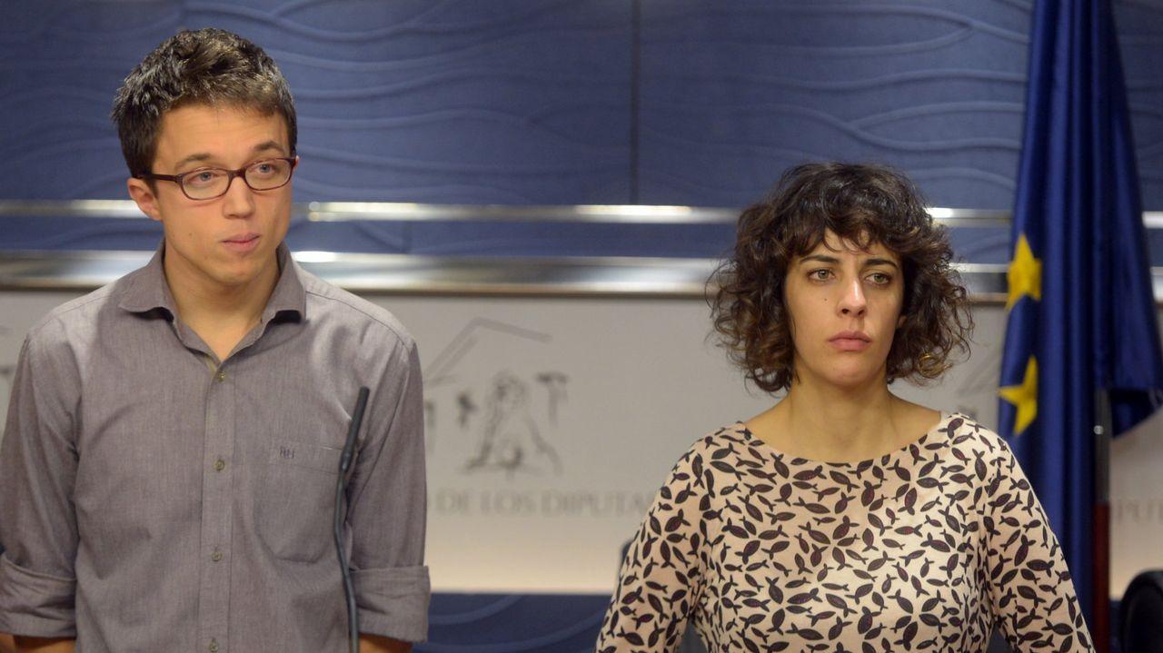 Luís Villares defiende la suspensión cautelar de las primarias.Carolina Bescansa y Carmen Santos, en una foto de archivo