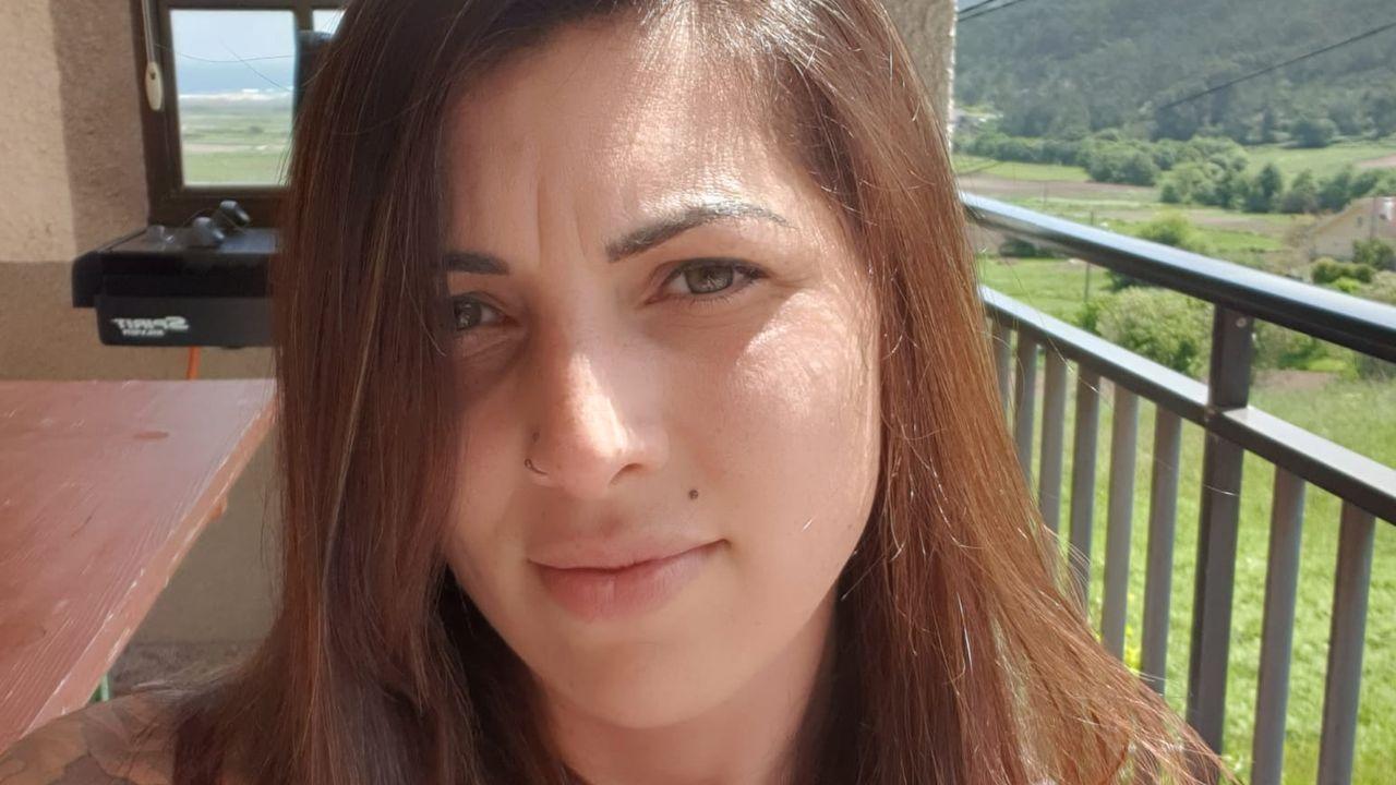Lorena, nacida en Suiza, tiene una peluquería en Laxe