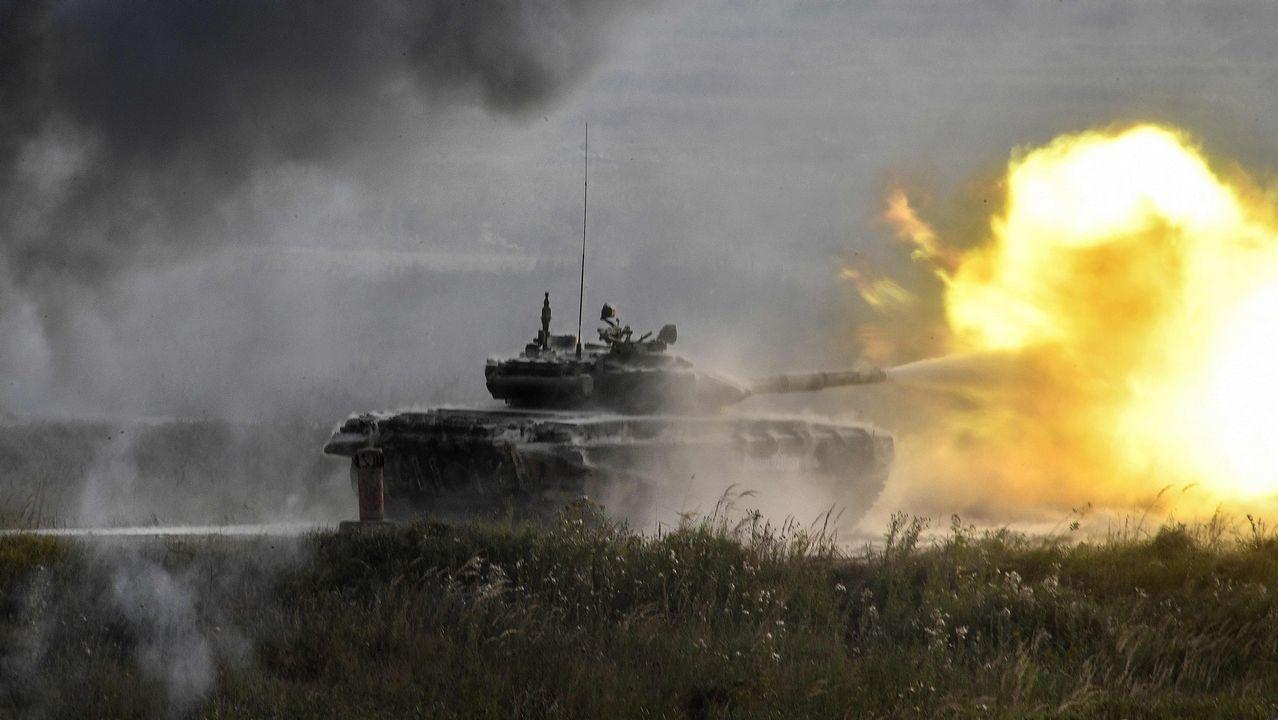 Un helicóptero ruso dispara por error contra el público durante unas maniobras militares.Nicolás Maduro