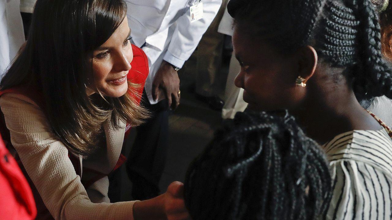 La reina Letizia en su visita este lunes, en la localidad mozambiqueña de Manhiça, al centro de referencia internacional contra enfermedades transmisibles, entre ellas la malaria, impulsado por la cooperación española