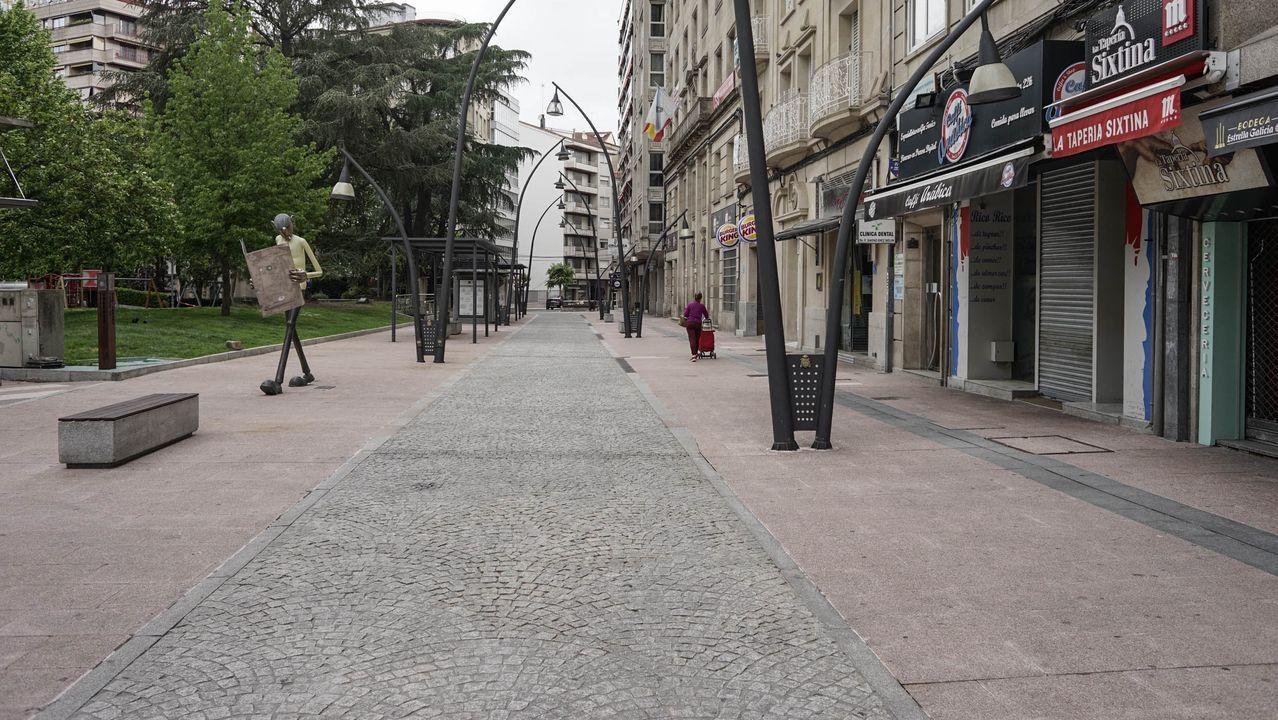 Primer día de terrazas en Ourense.El parque de San Lázaro, libre de terrazas debido al estado de alarma