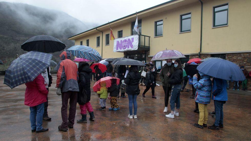 La primera movilización contra los cambios en el transporte escolar se celebró frente al Ayuntamiento