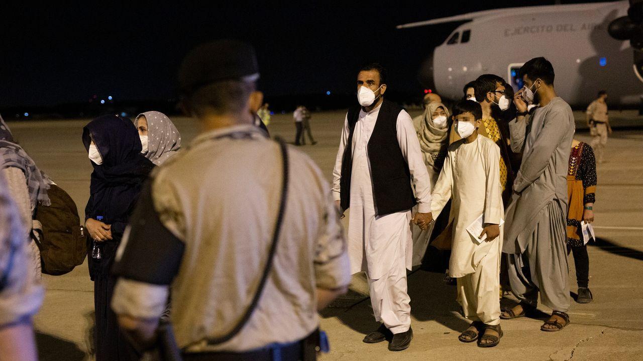 Las imágenes de los primeros evacuados a España desde Afganistán.Búsqueda de supervivientes del terremoto en la zona de Les Cayes, en Haití