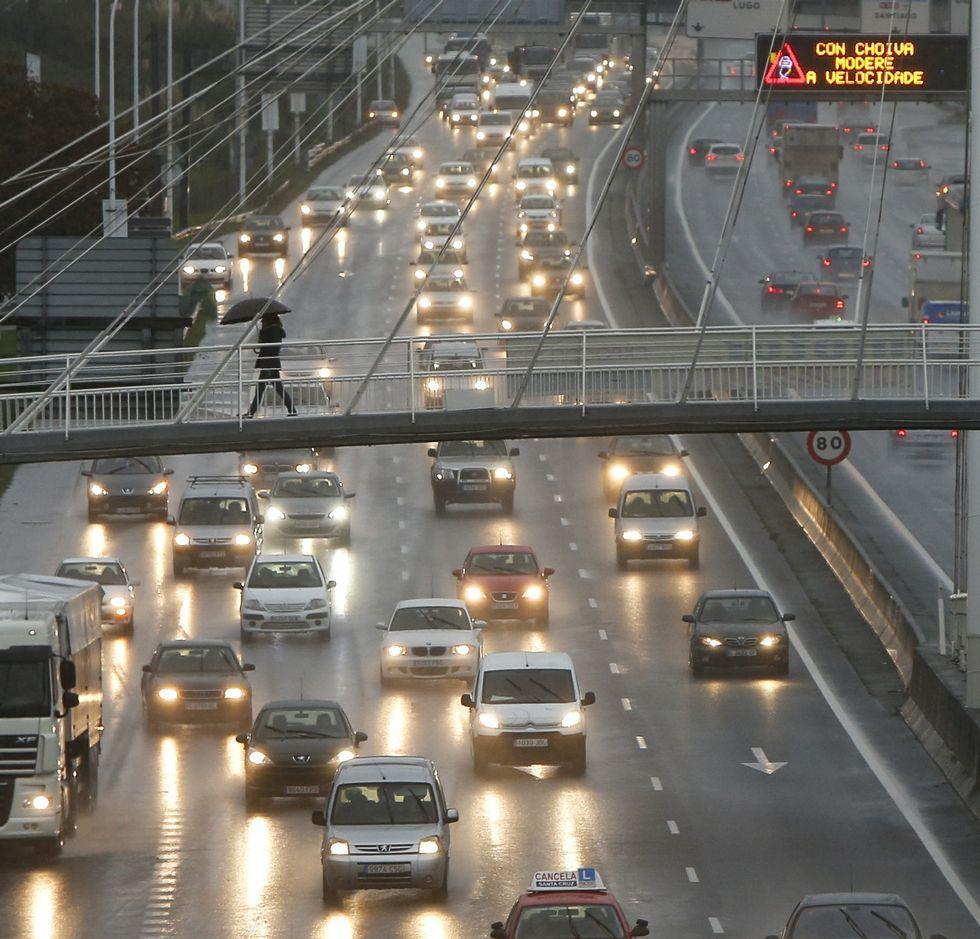Tráfico denso en la avenida de Alfonso Molina.