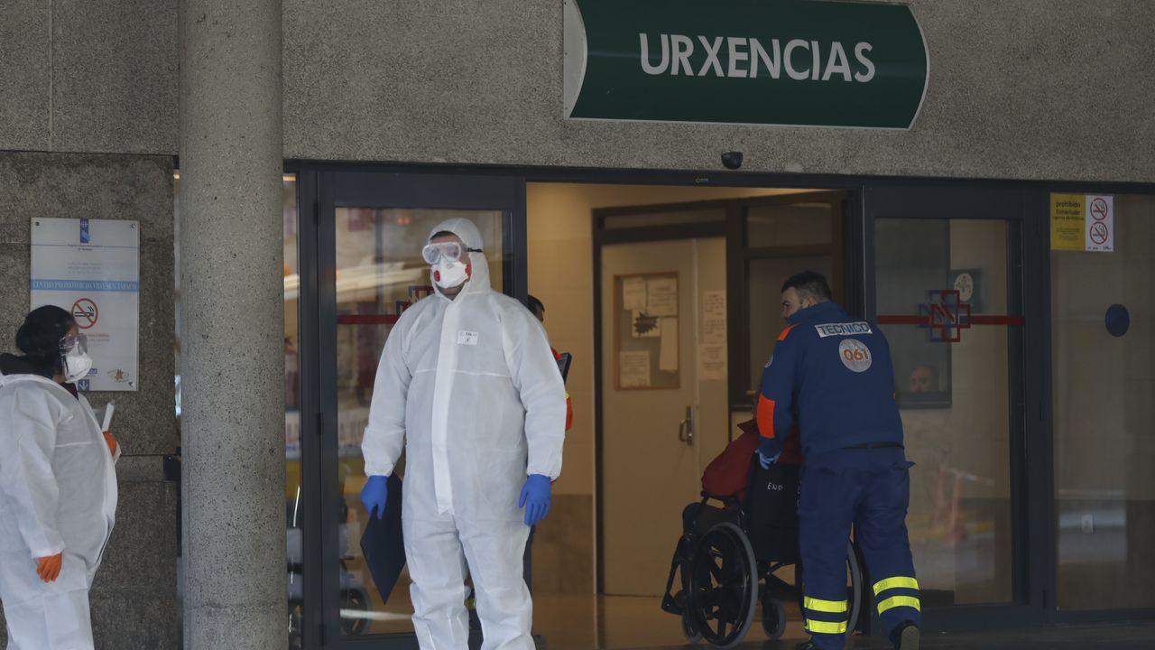 Día 40 + 1 de confinamiento en Galicia.Recogida de muestras en el Hospital Virxe da Xunqueira de Cee para detectar el coronavirus